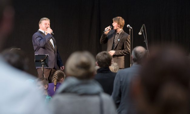 Daniel Hersig udgav singlen Vinden viser vejen og gav overraskende penge væk
