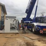 78 tons tung maskine bakset på plads i maskinhal