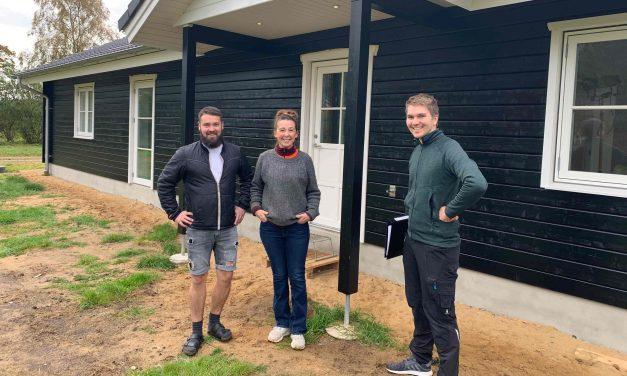 Familien Leick byggede drømmehuset på 4 hektar stor grund med plads til heste og familielivet